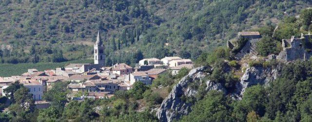 Qu'est-ce qui fait de Vallon-Pont-d'Arc le lieu de ressourcement parfait ?